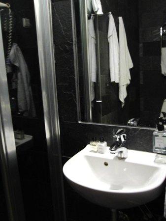 Hotel Hellsten : Banheiro