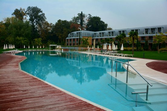 Hotel Corte Valier: The pool in daylight