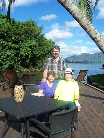 Paradise Bay Resort Hawaii: Floating Dock looking towards Kaneohe Bay