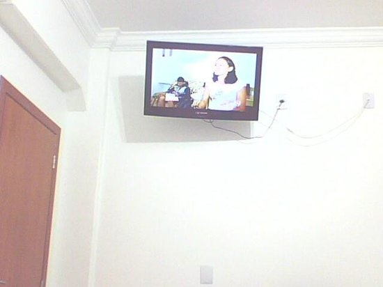Hotel Centro Oeste: TV do quarto