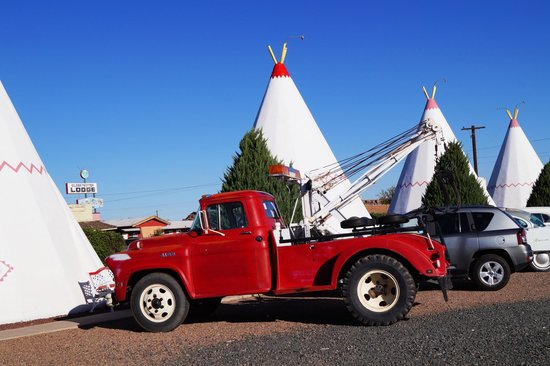 Wigwam Motel: Chevy tow truck parked in front of our WigWam
