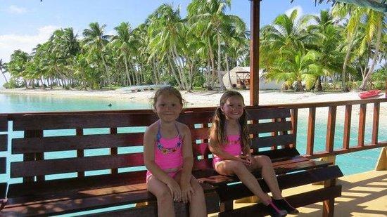 Aitutaki Lagoon Resort & Spa: their ferry to the motu