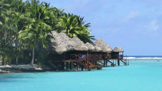Aitutaki Lagoon Resort & Spa: overwater bungalows