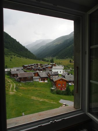 Schwarzhorn Hotel: Window view