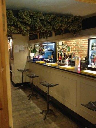 The Queens Head Inn: Bar