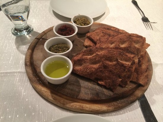 National Hotel Jerusalem: Fresh baked bread.