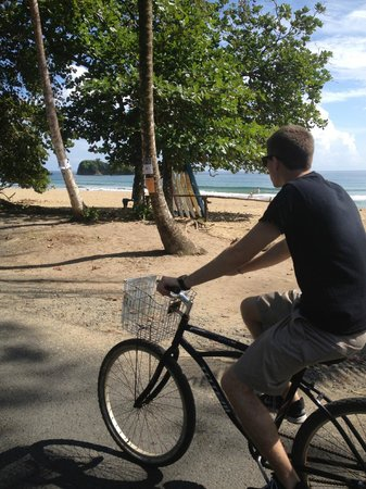Hotel La Costa de Papito: Right across the street form the beach/bike rental