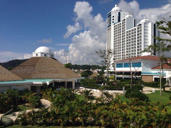 The Westin Playa Bonita Panama: View of the hotel leaving the spa area.