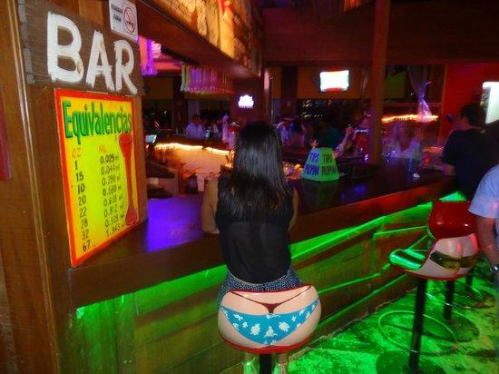Senor Frog's Bar: Esses banquinhos são fofos!