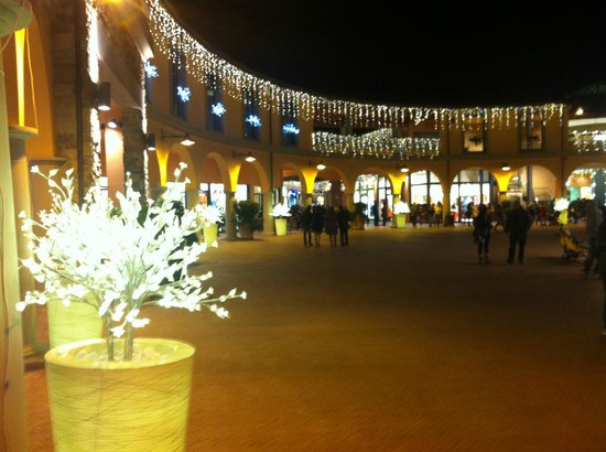 addobbi natalizi - Picture of Valdichiana Outlet Village, Foiano ...