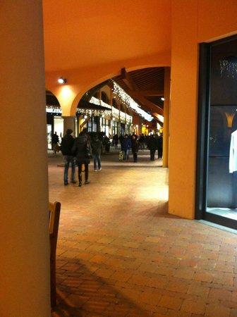 tra i negozi - Picture of Valdichiana Outlet Village, Foiano Della ...