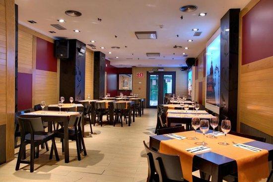 Restaurante Ñam: Comedor