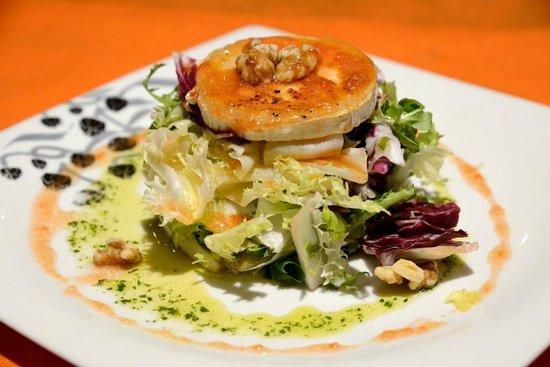 Restaurante Ñam: Ensalada de queso brie