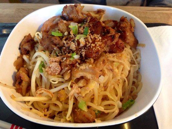 Woko: Nouilles légumes avec poisson blanc grillé
