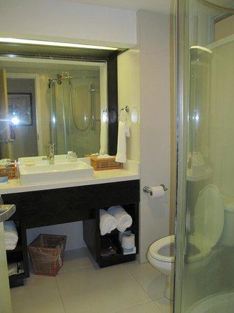 Coconut Bay Beach Resort & Spa: bathroom 4th floor