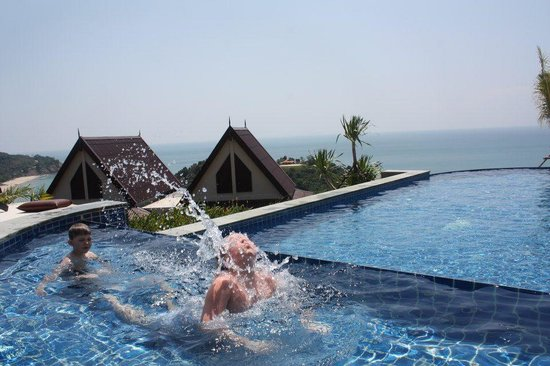 Baan KanTiang See Villa Resort (2 bedroom villas) : swimmingpool