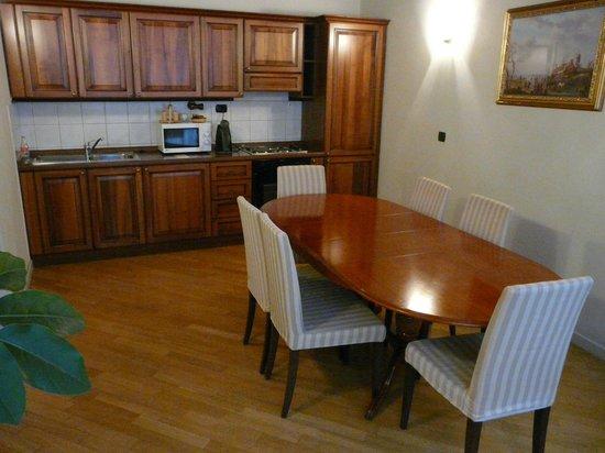 Hotel Residence Retezova: kitchen