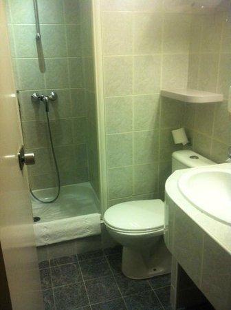 Comfort Hotel Nation Père Lachaise - Paris 11 : baño