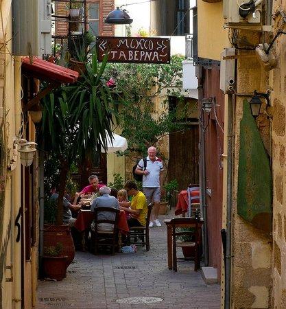Merabello Apartments: Old town