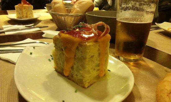 Almiranta tapas-Restaurante : Tortilla di patate con Salmorejo