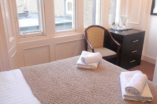 Victoria Park Hotel: room 4