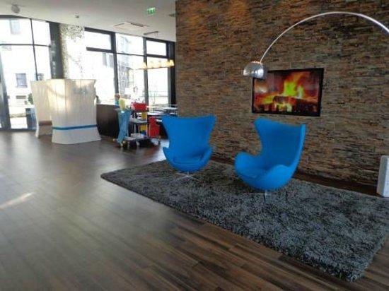 Motel One Rostock: gemütliche Lobby