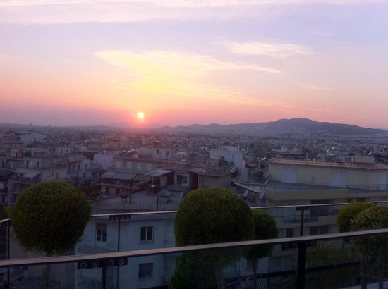 Novotel Athenes : sunset from roof top pool