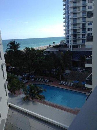 Courtyard Cadillac Miami Beach/Oceanfront: vista do quarto