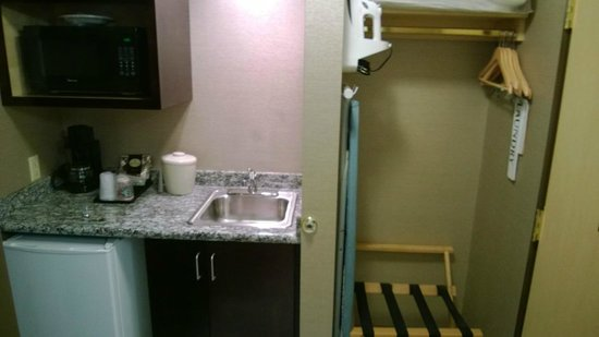 Holiday Inn Seattle Downtown: Small kitchenette