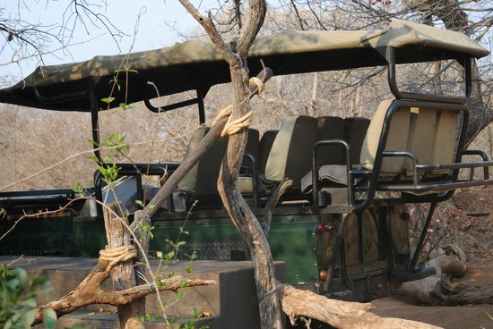 Ezulwini Game Lodges: Our wheels at the River Lodge
