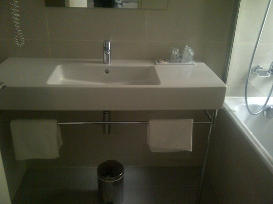 Residhome Privilege Monceau Bois Colombes : Bathroom