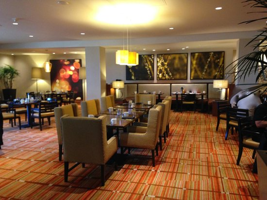 DoubleTree by Hilton San Francisco Airport: The Lobby