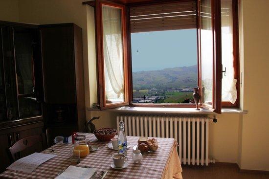 Agriturismo Albachiara : Завтрак с видом на виноградники