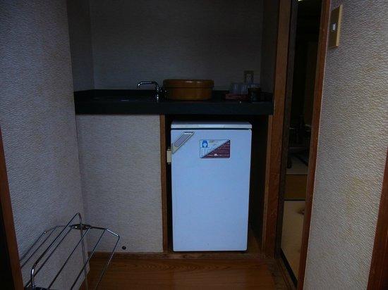 Shikanoyu Hotel : 縁側、冷蔵庫