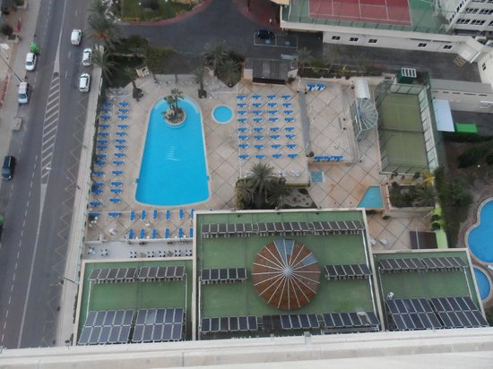Hotel Levante Club & Spa: overview of  pool area from 16th floor