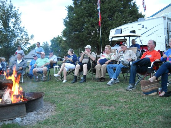 Gettysburg Campground: Community campfire gathering