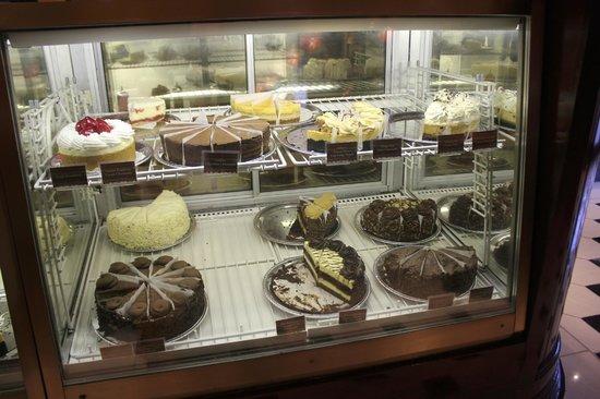 The Cheesecake Factory: Vitrine dos cheesecakes