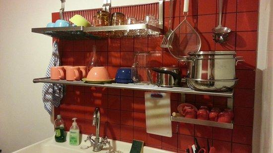 Arches B&B: Kitchen Set