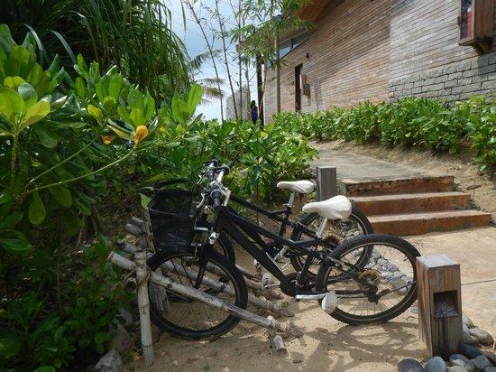 Six Senses Con Dao: Walking to our Villa