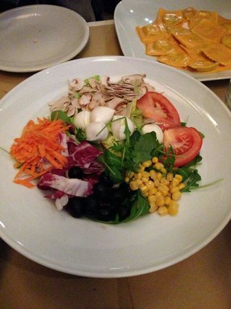 Doveralu: Salad, its was very very very delicious