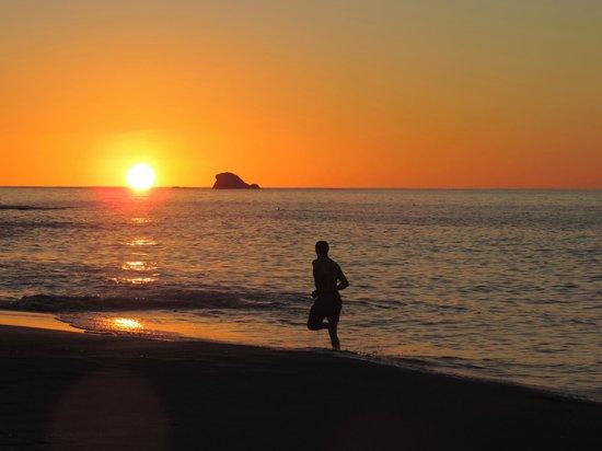 BodyHoliday Saint Lucia: Sunset jogger