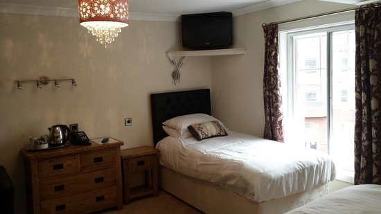 The Elephant & Castle Hotel: Room 203