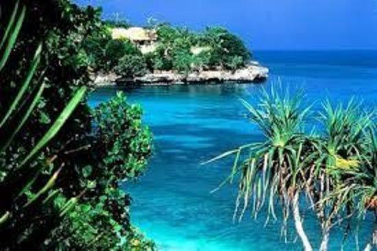 The Akah Cottage: paradise island