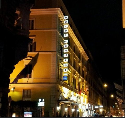 BEST WESTERN Hotel Mondial: The Mondial Hotel by night