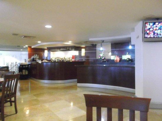 Hotel Lois: area del comedor buffet