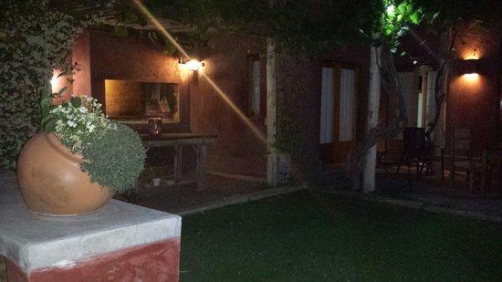 Posada Borravino : La ultima noche cenamos un rico asado con una luz tenue divina...  Y todo riquisimoo...