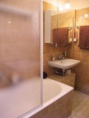 BnbLausanne.ch: Bathroom