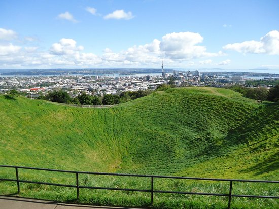 Mount Eden : Crater and city