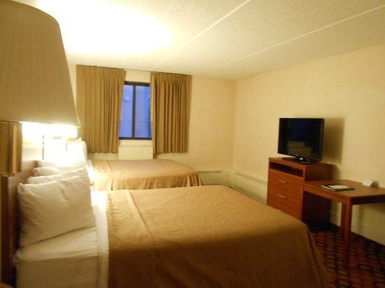 Quality Inn Stadium Area: Two Queen Room