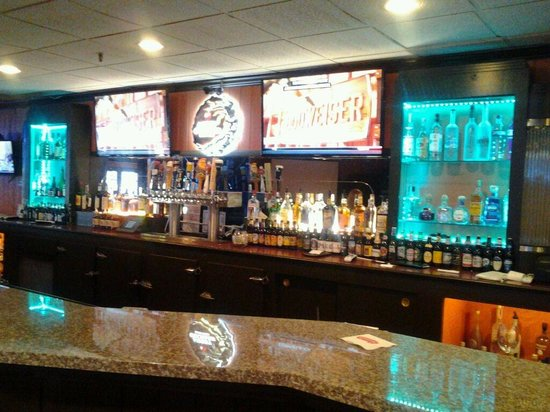 Ramada Waukegan/Gurnee: Base 42 Bar & Grill